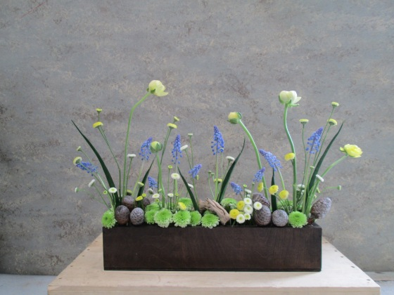 garden screen brigt blue muscari